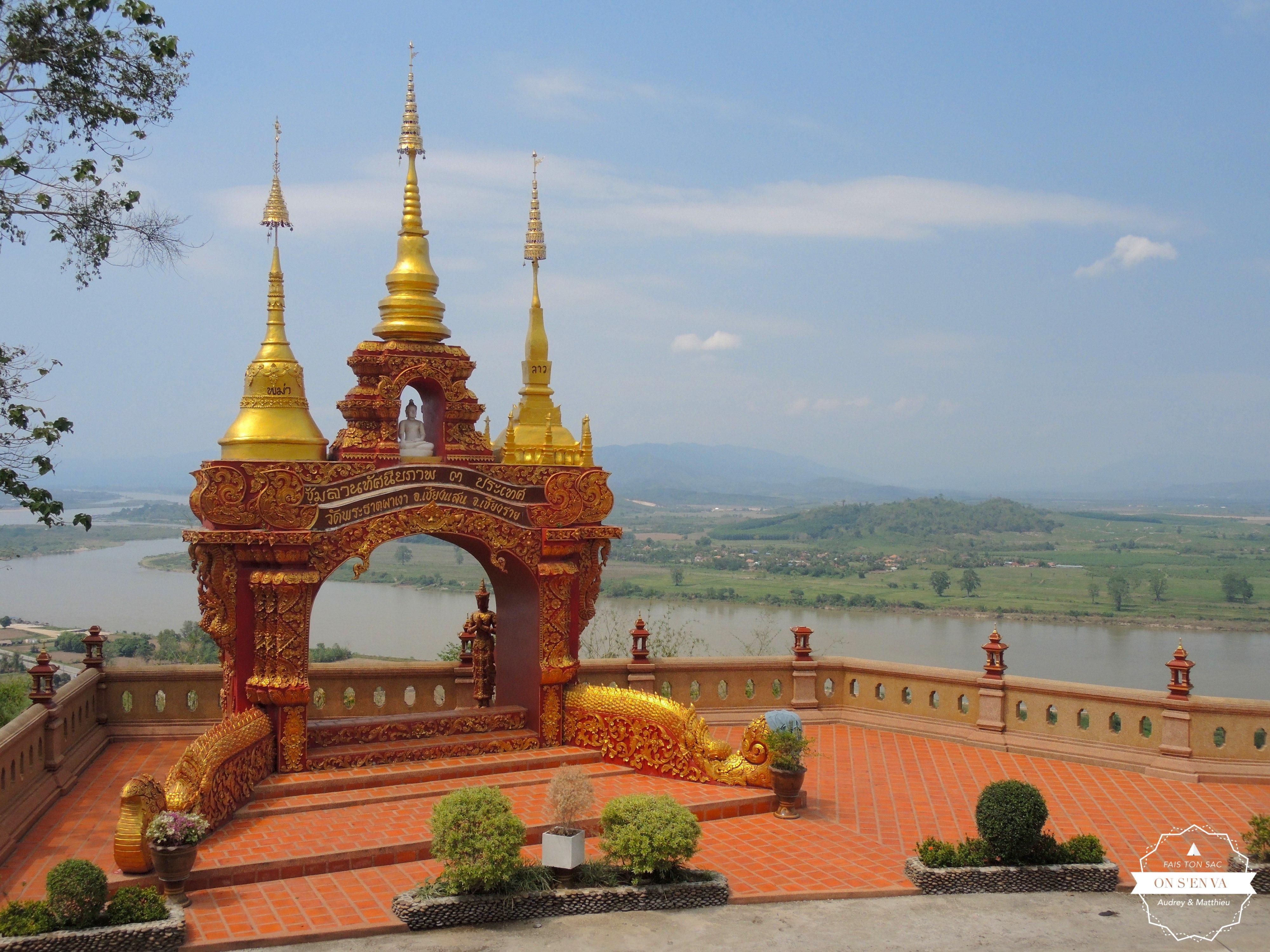 avec vue sur le Mékong et le Laos