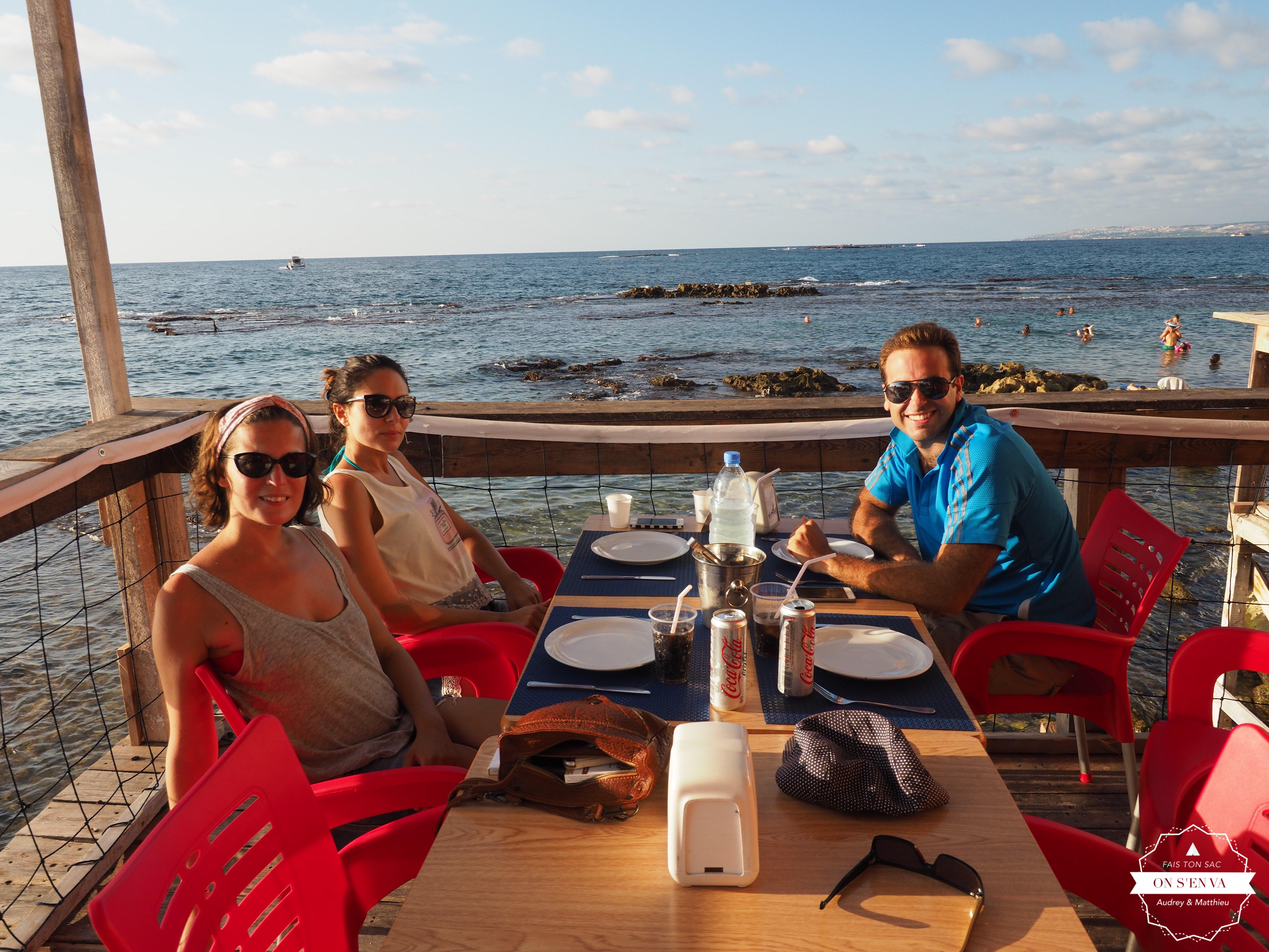 Un dîner en bord de mer