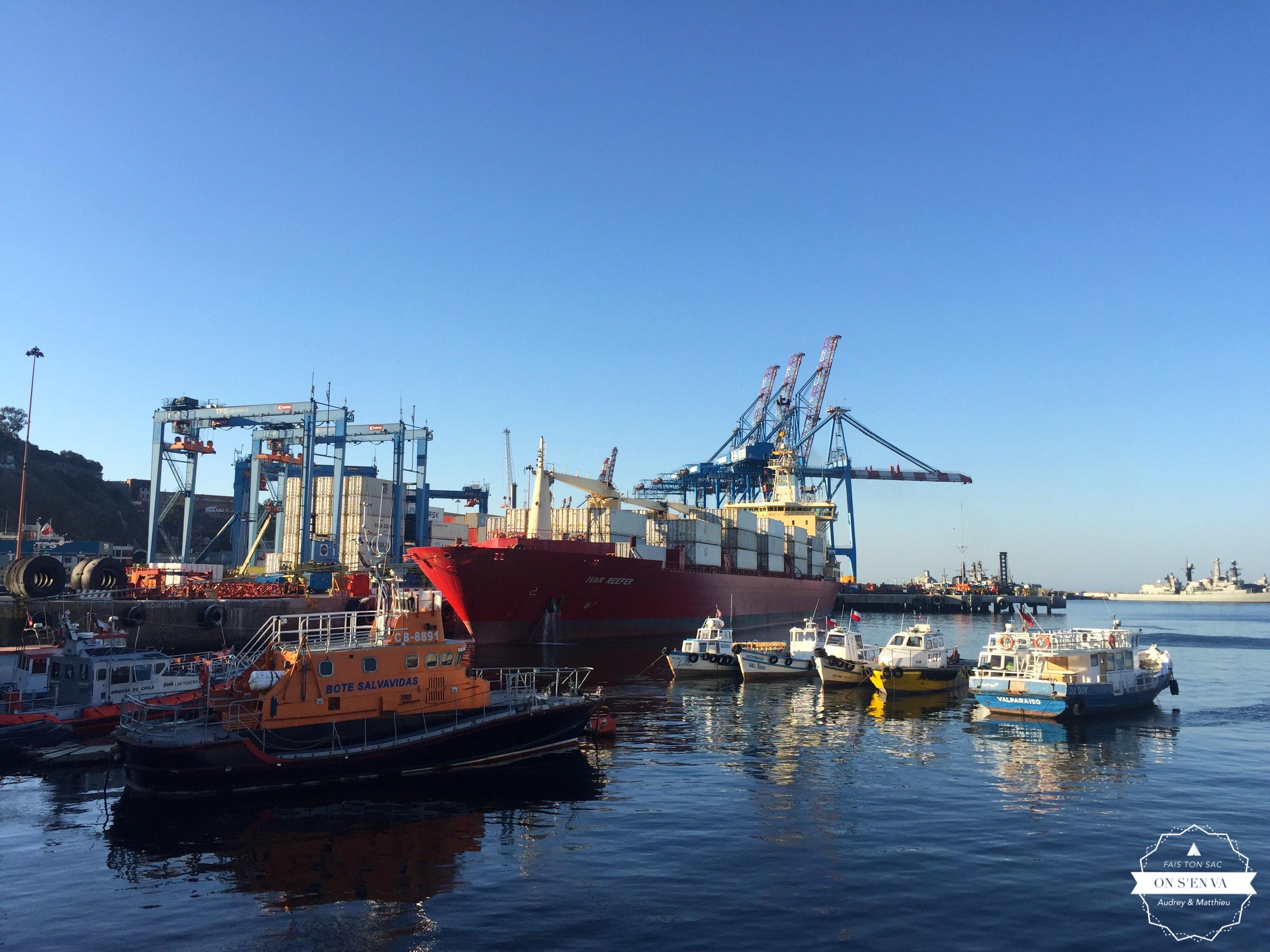 Le port, au pied de la ville