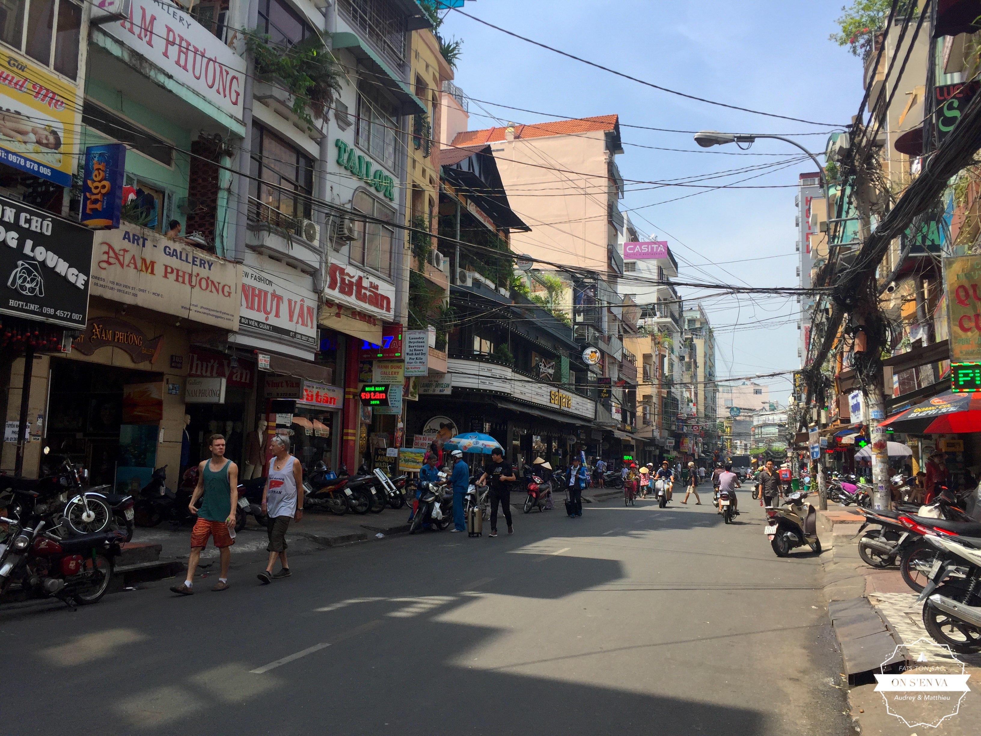 Arrivée dans l'agitation de Saigon