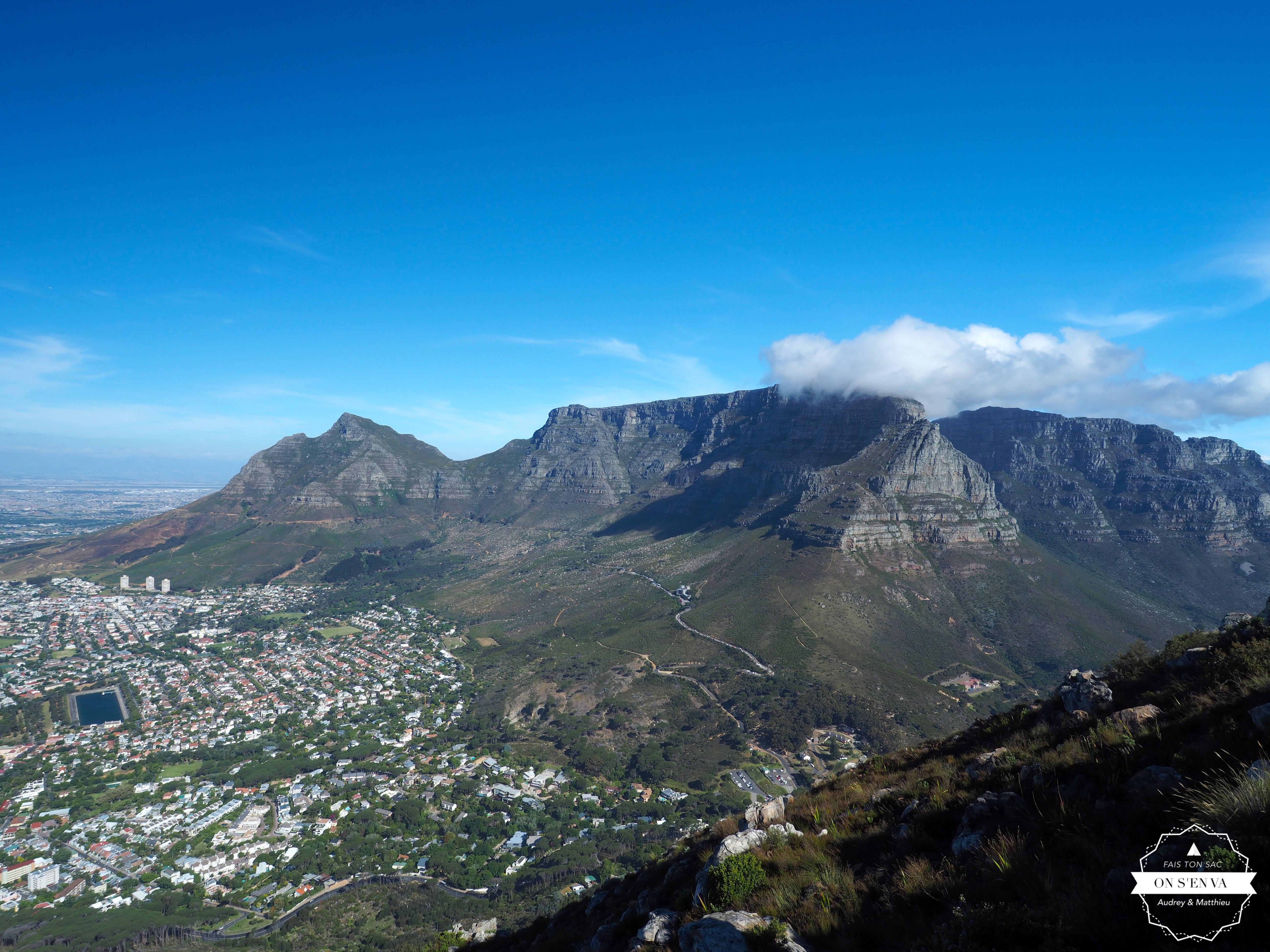 La vue de Table Mountain en arrivant