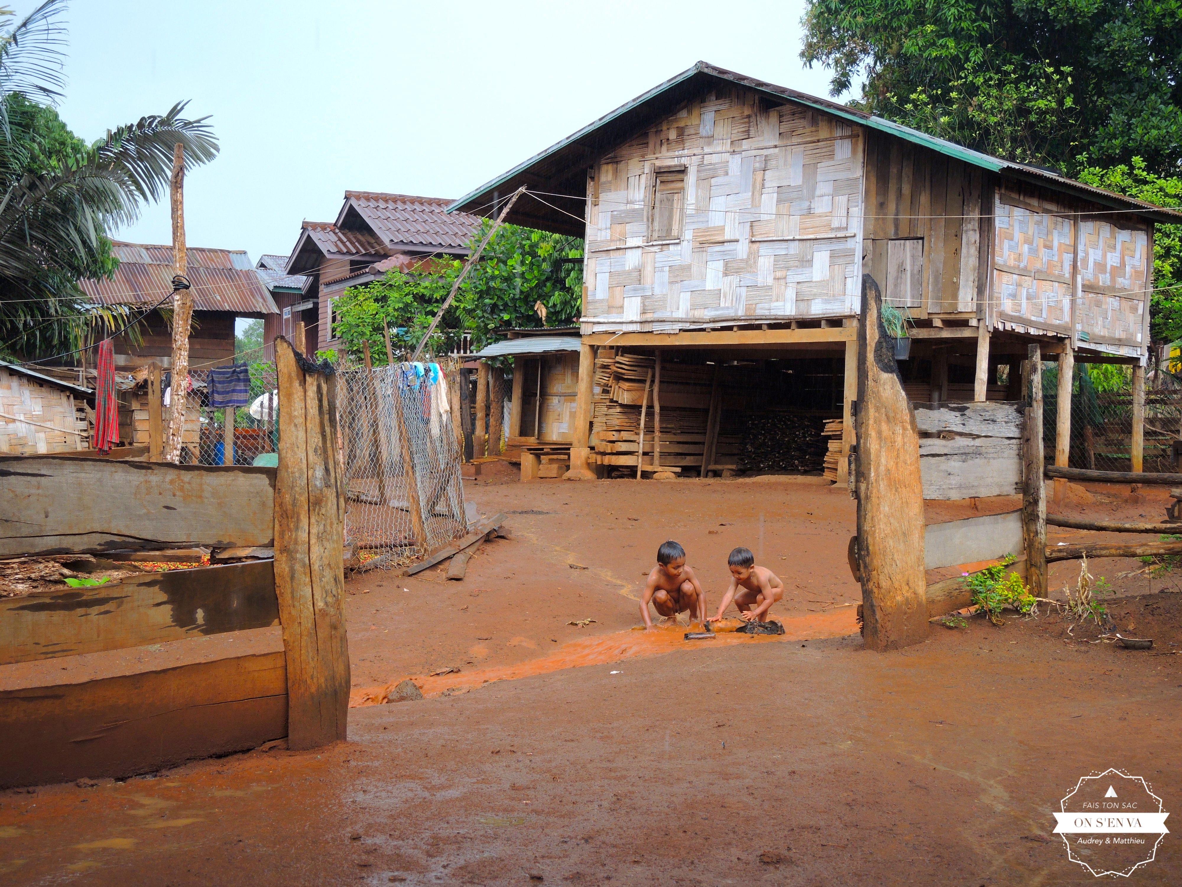 Arrivée sous la pluie à Kokphoungtai