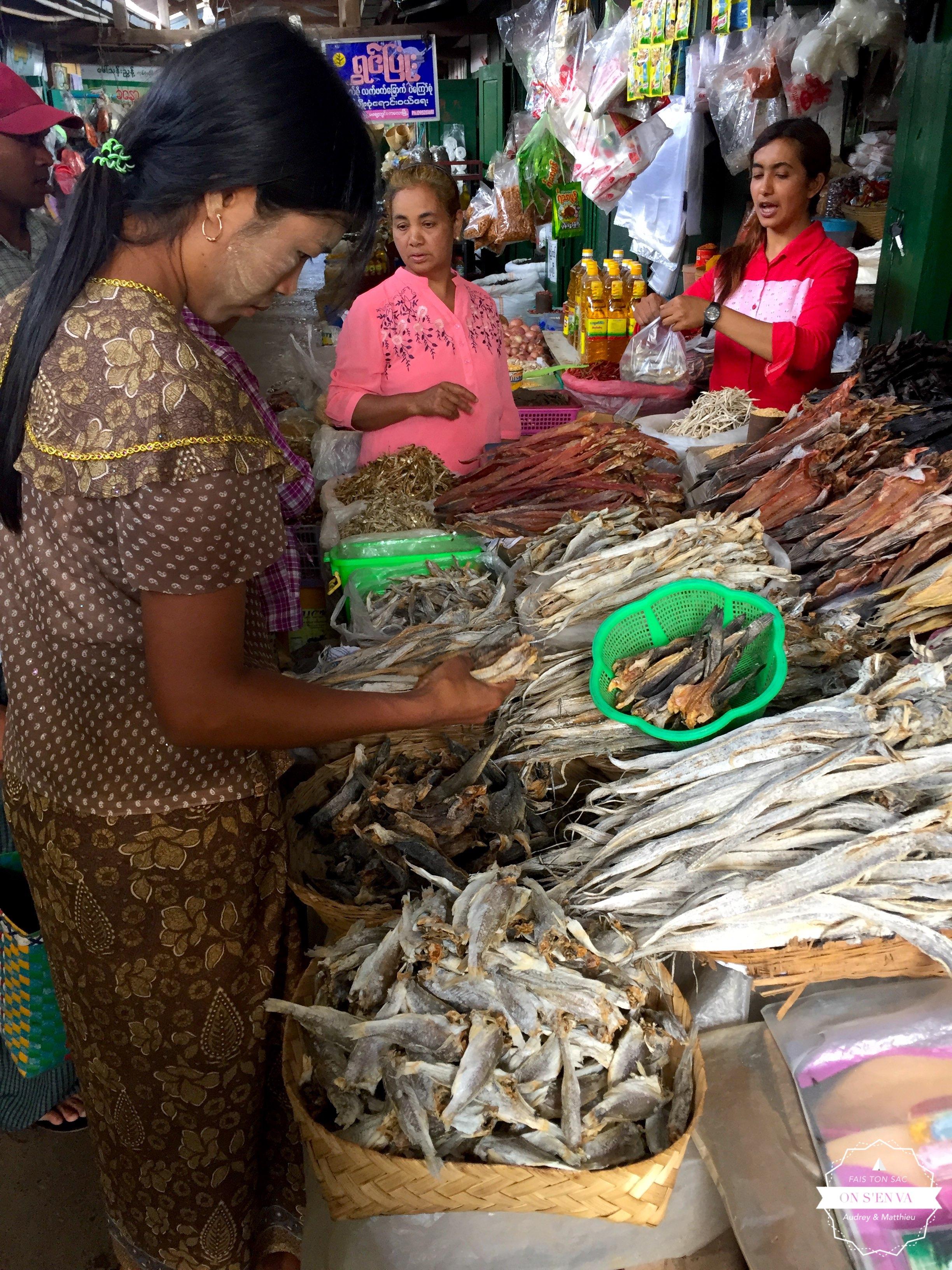 Marché de Kalaw, rayon poisson séché