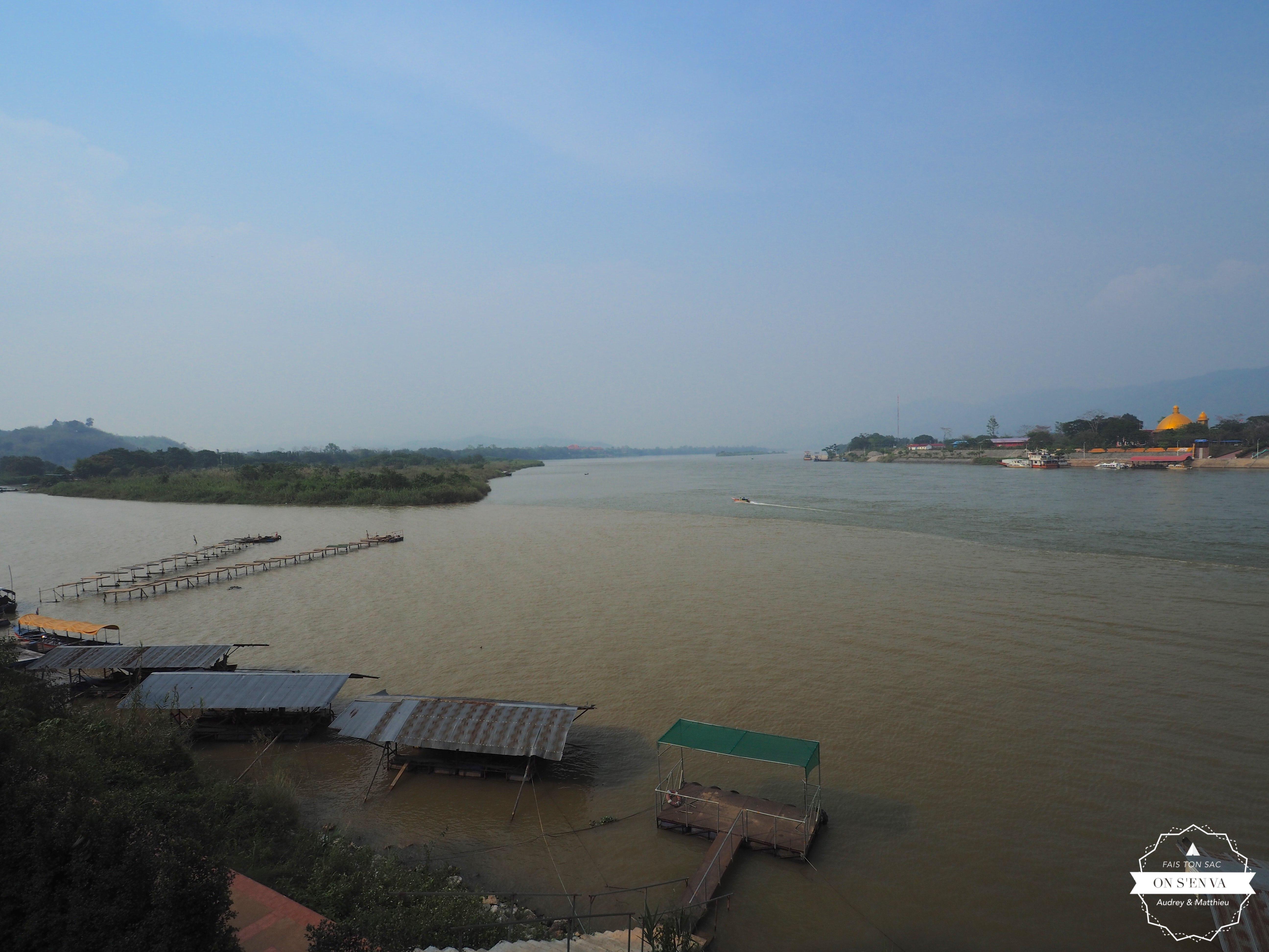 ... à gauche, le Laos à droite!