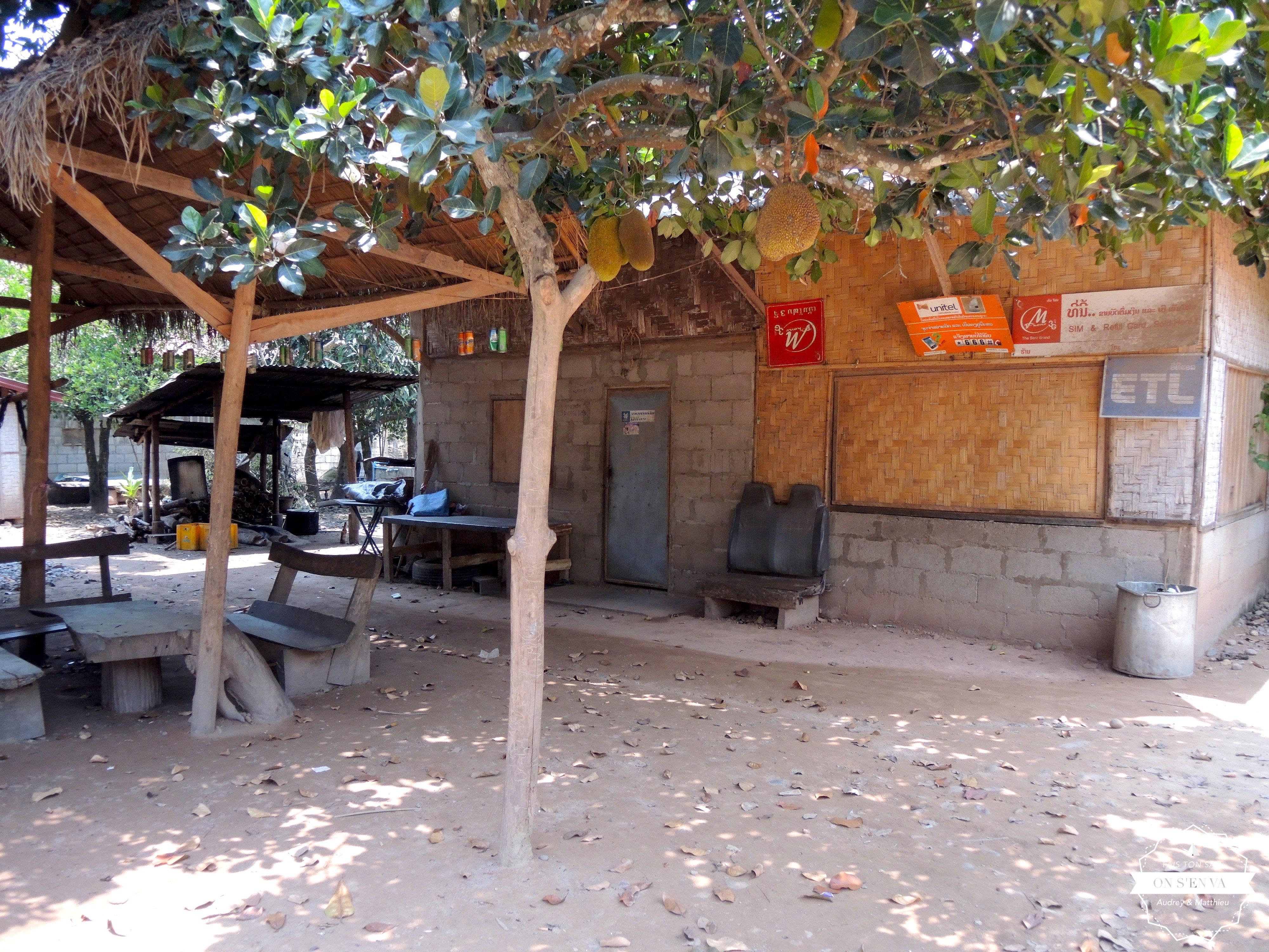 Le bar du village