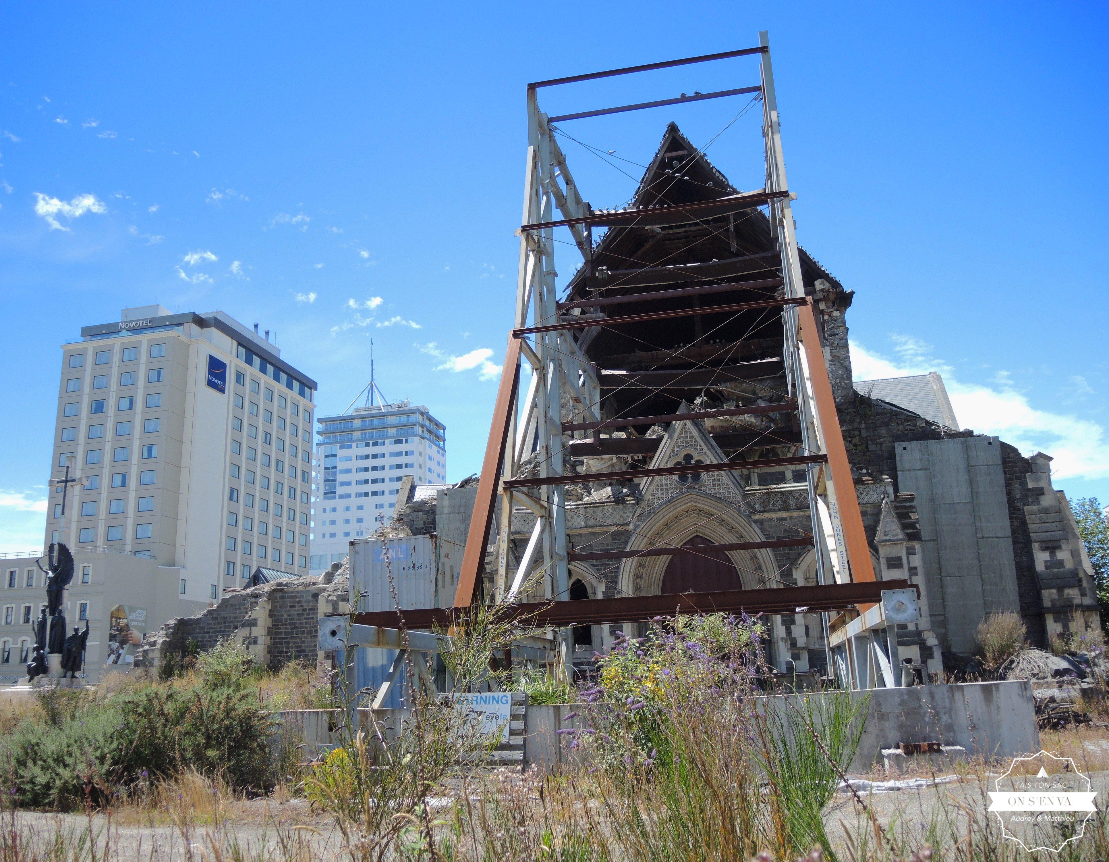 La cathédrale toujours en ruine