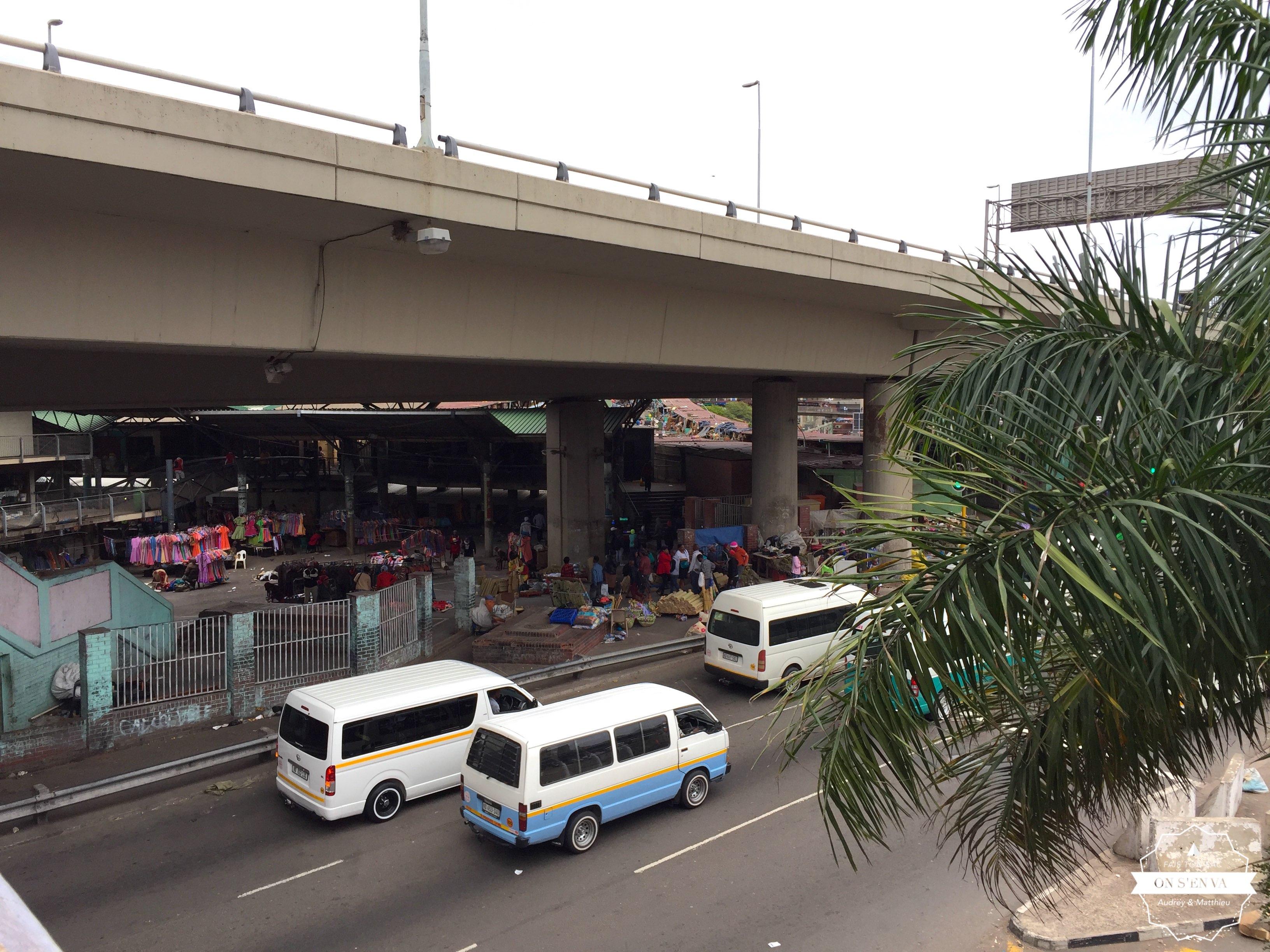 Le marché sous le pont