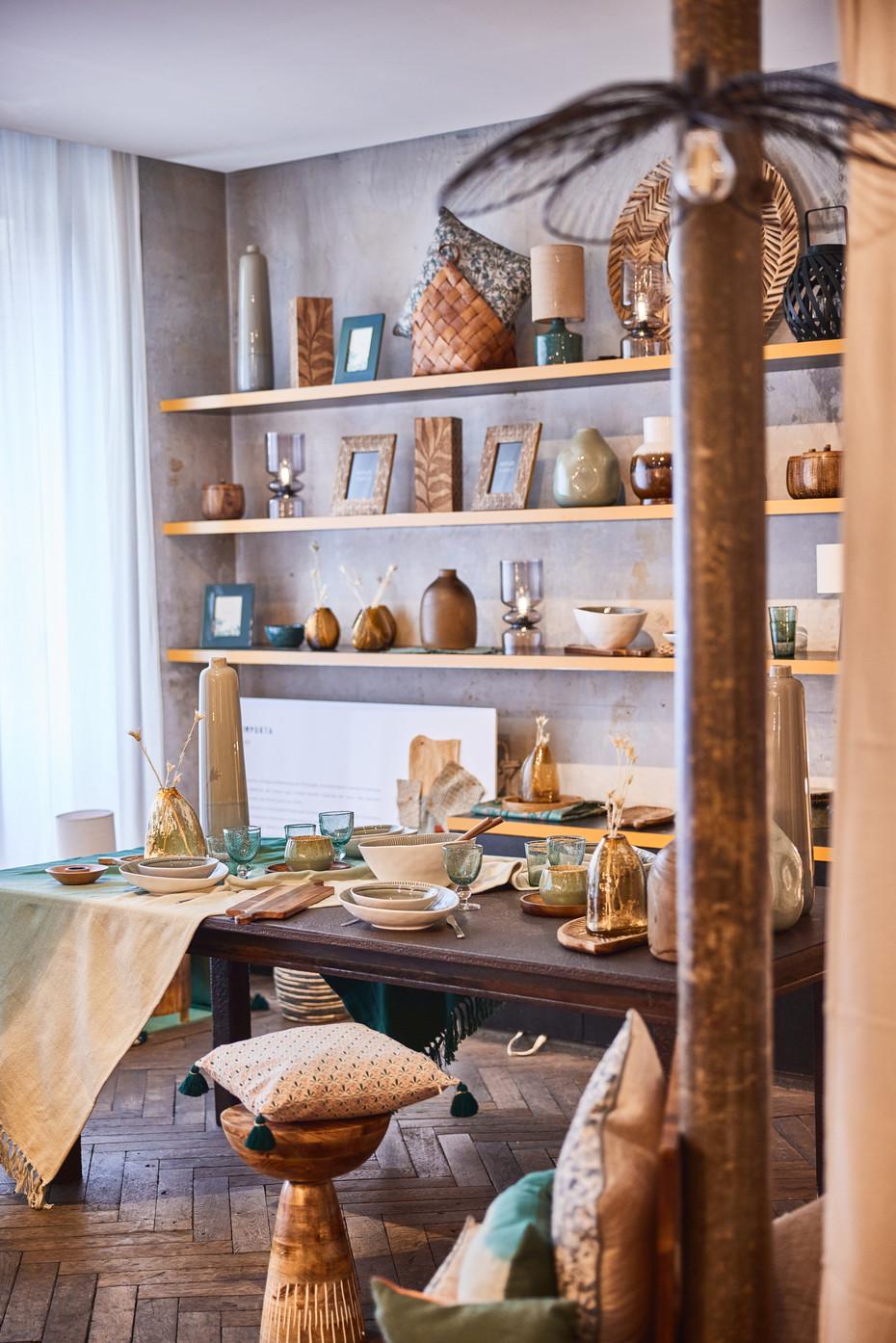 Aménagement de six corners pour la présentation de la nouvelle collection d'objet de décoration Maison du Monde. Chaque corner fait écho à une ville internationale qui se démarque par son histoire et son artisanat.