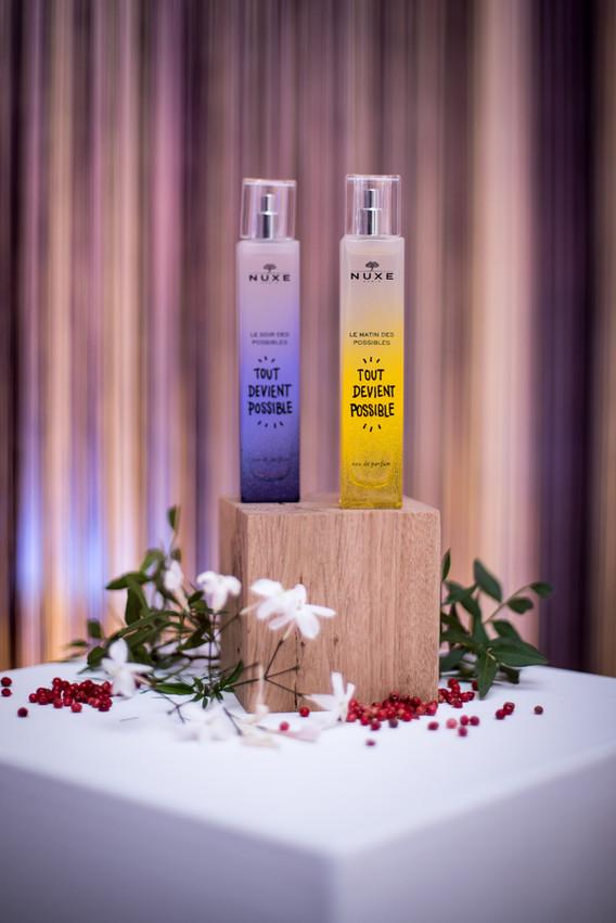 """Lancement des nouveaux parfums """" tout devient possible"""". mise en place de deux espaces distincts interprétants les moments d'une journée; le matin et le soir. Cette mise en scène faite de couleurs et de lumières invite à la découverte des fragrances."""