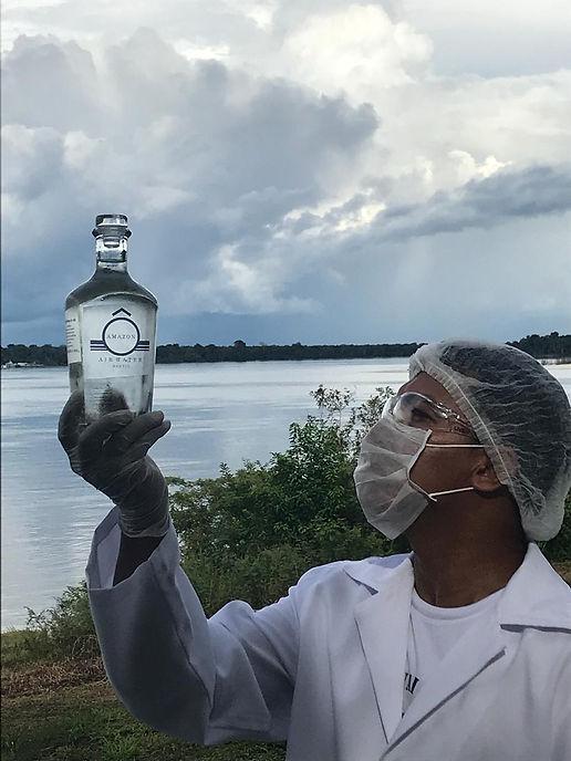 Foto garrafa oficial quimico