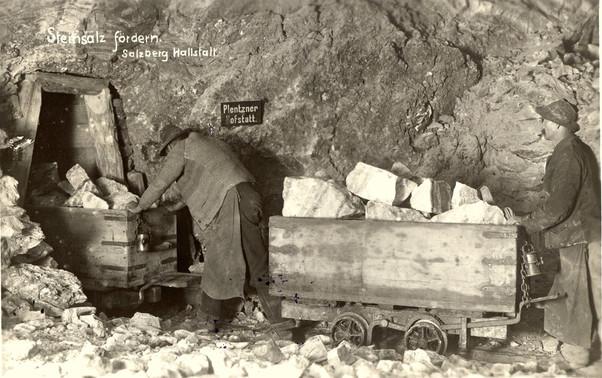 hallstätter salzberg_steinsalztransport_um 1930_archiv bartos