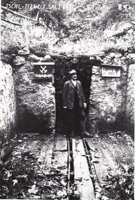 Portal mit Josef Hütter, um 1952, Archiv Salinen Austria