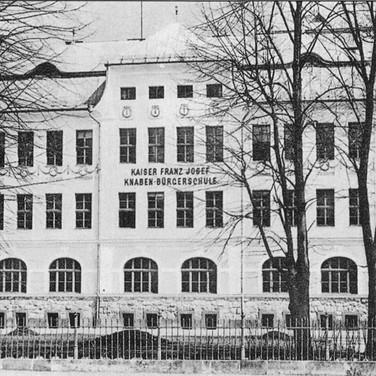 """Knabenbürgerschule Ischl, um 1900, aus F. X. Mannert """"Ischl im Wandel der Zeit 2.0"""""""