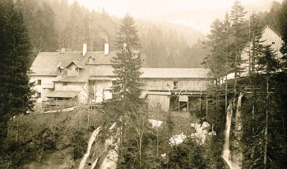 Knappenhaus_mit_säge_um_1930 Archiv IGM