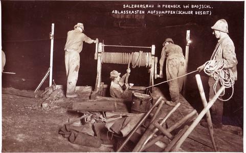 Kaiserin Maria Theresia – Stollen, Aufsumpfen Ablasskasten, um 1930, Archiv Kranabitl