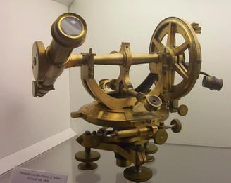 Theodolit, um 1900, Internet