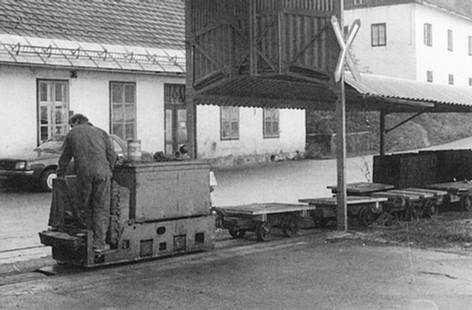 "Kaiser Franz Josef – Erbstollen, Akkulok AEG, 10 1987, aus Zeunert ""Feldbahnen in Österreich"""