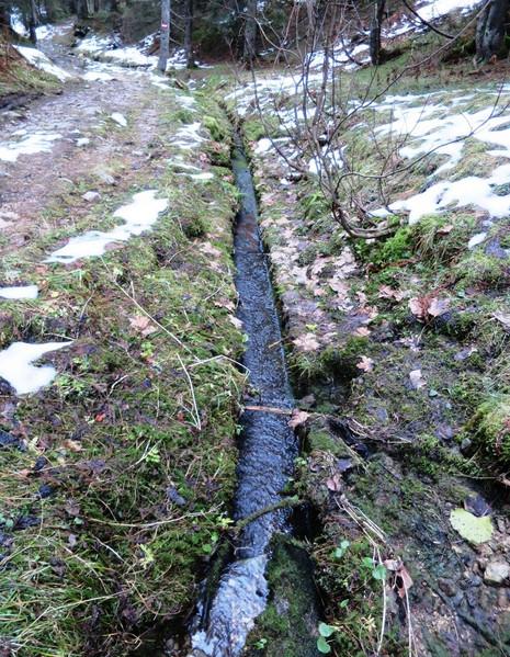 Wasser - Rinnwerk, Rainfalzalm, 11.2014, Archiv Kranabitl