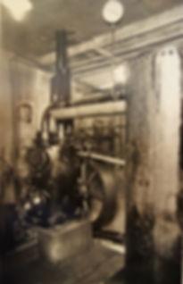 : Kompressor mit Druckkessel, Distler Schacht, um 1925, Archiv Salinen Austria