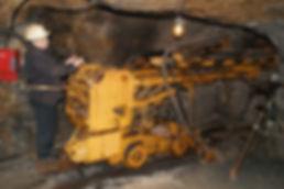 Pneumatischer Bohrwagen mit 2 Bohrlafetten, Archiv IGM