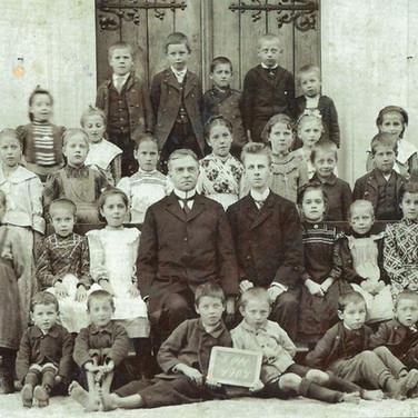 """Evangelische Volksschule Ischl, 1907, aus F. X. Mannert """"Ischl im Wandel der Zeit 2.0"""""""