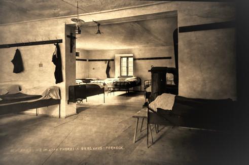 theresia stollen_knappenhaus_mannschaftsquartier_1930 um_archiv salinen austria
