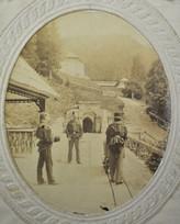 Stollen samt Berghaus und Bergsäge, um 1880, Archiv Salinen Austria