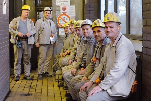 Kohlebergleute mit Schutzbekleidung, Deutscher Steinkohlebergbau, um 2000, Internet
