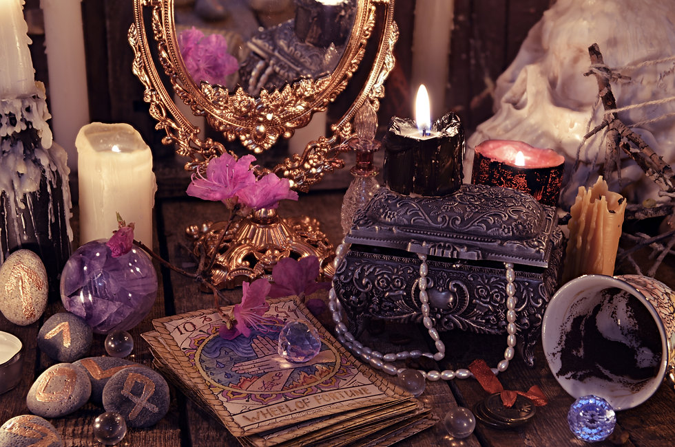 Divination rite with the tarot cards, fl