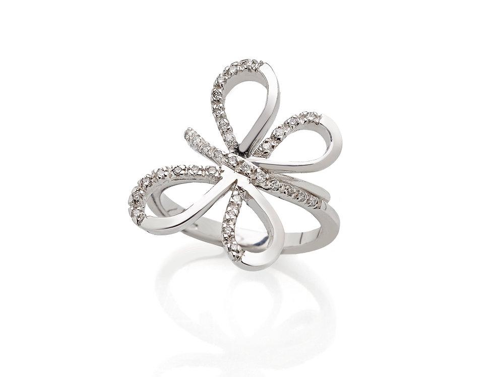Anello in oro bianco con farfalla di diamanti bianchi