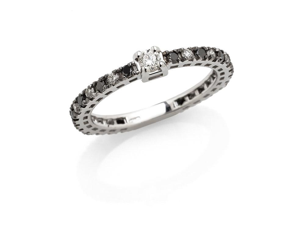 Fedina in oro bianco con diamanti neri e bianchi