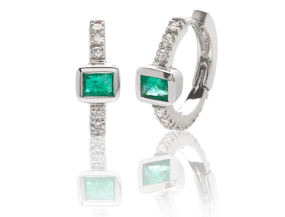 Orecchini a cerchio in oro bianco diamanti e smeraldi