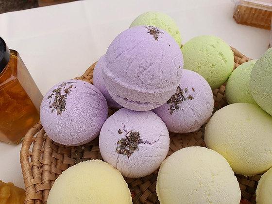 Honey & Lavender bath bomb.