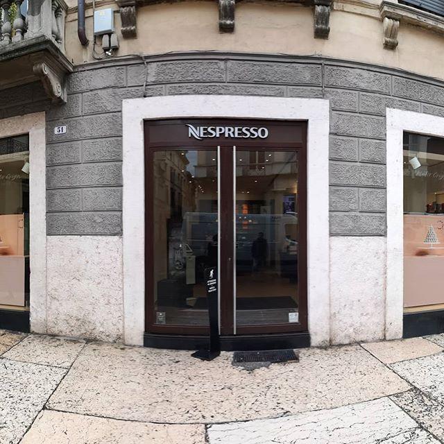 #Allestimento #vetrine #nespresso #veron