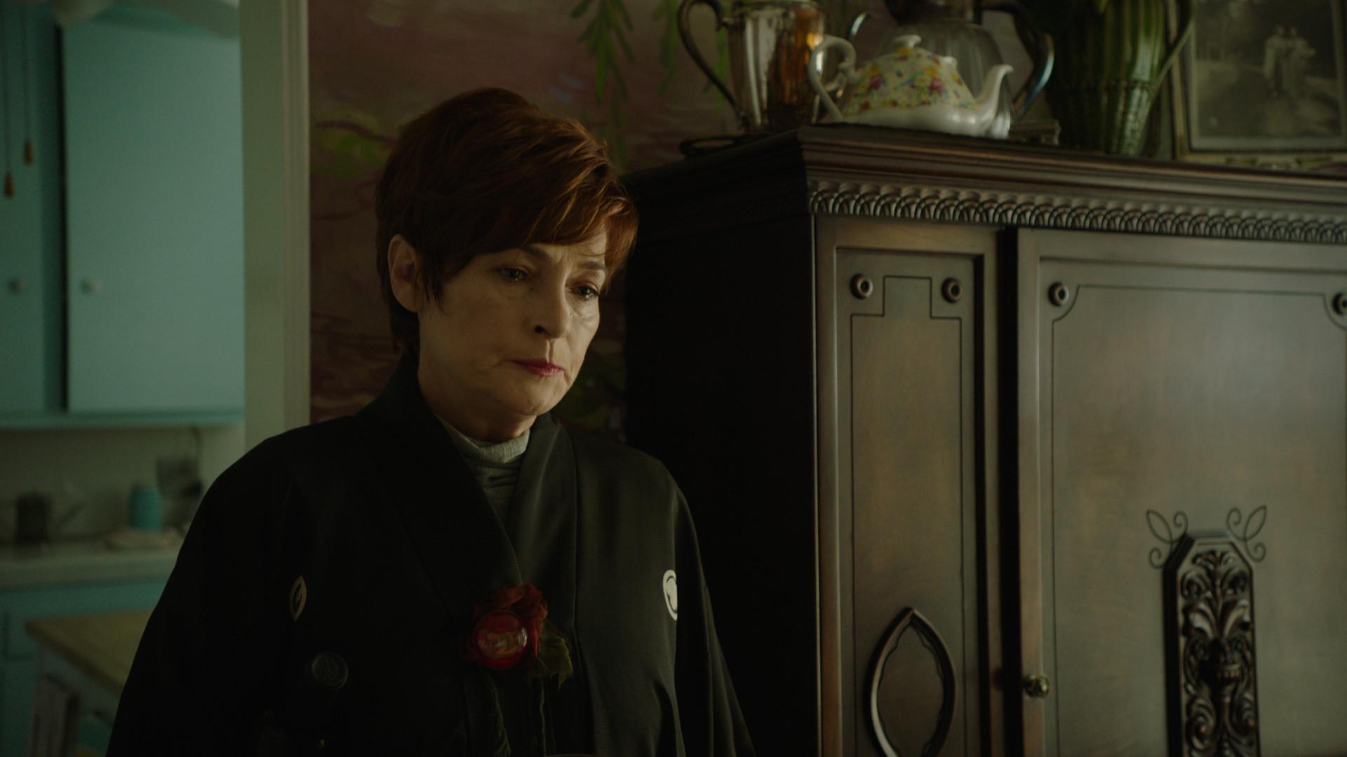 Carolyn Hennesy is Poppy Sinclaire.