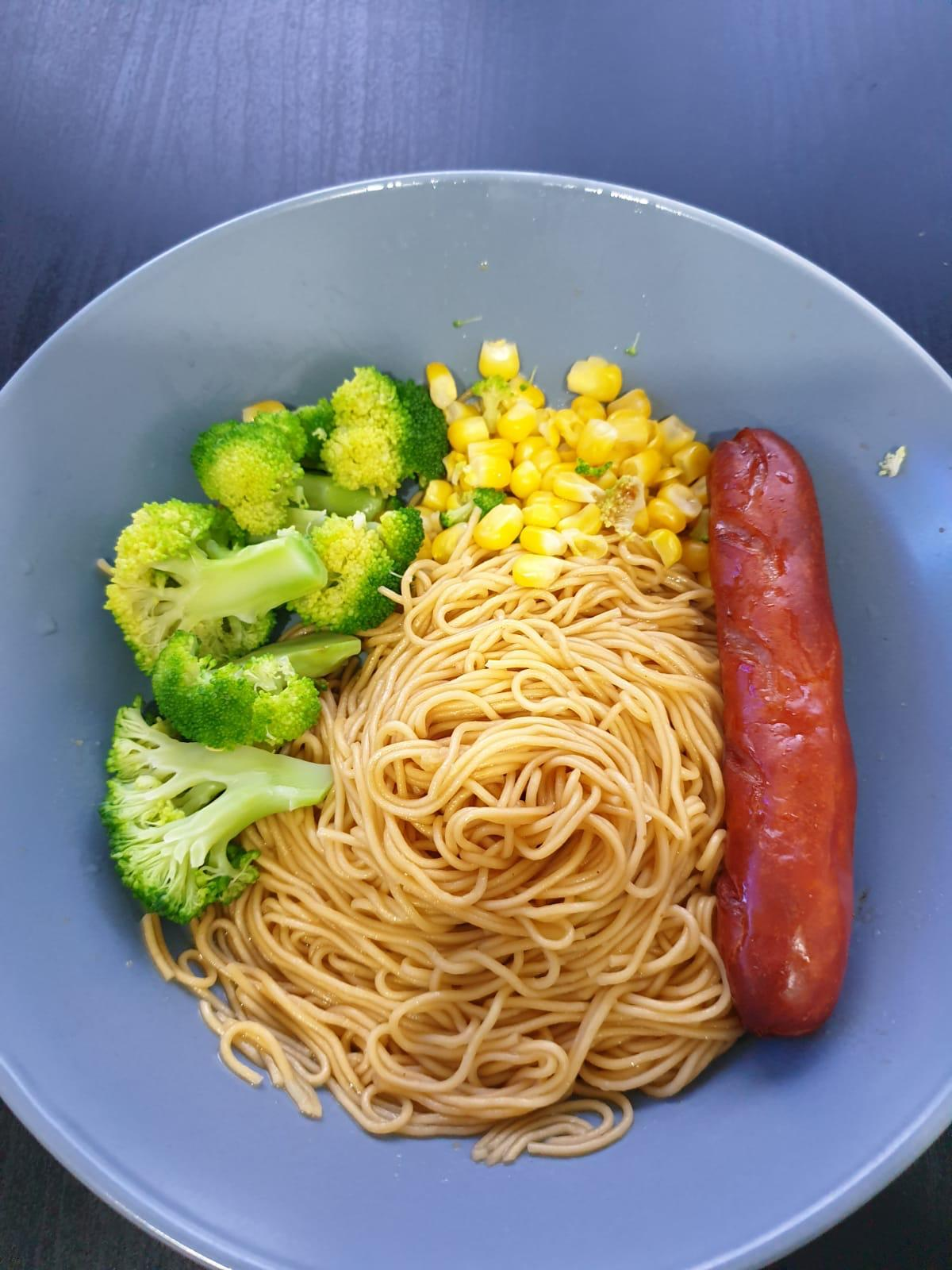 dry carrot noodles w hotdog n brocoli