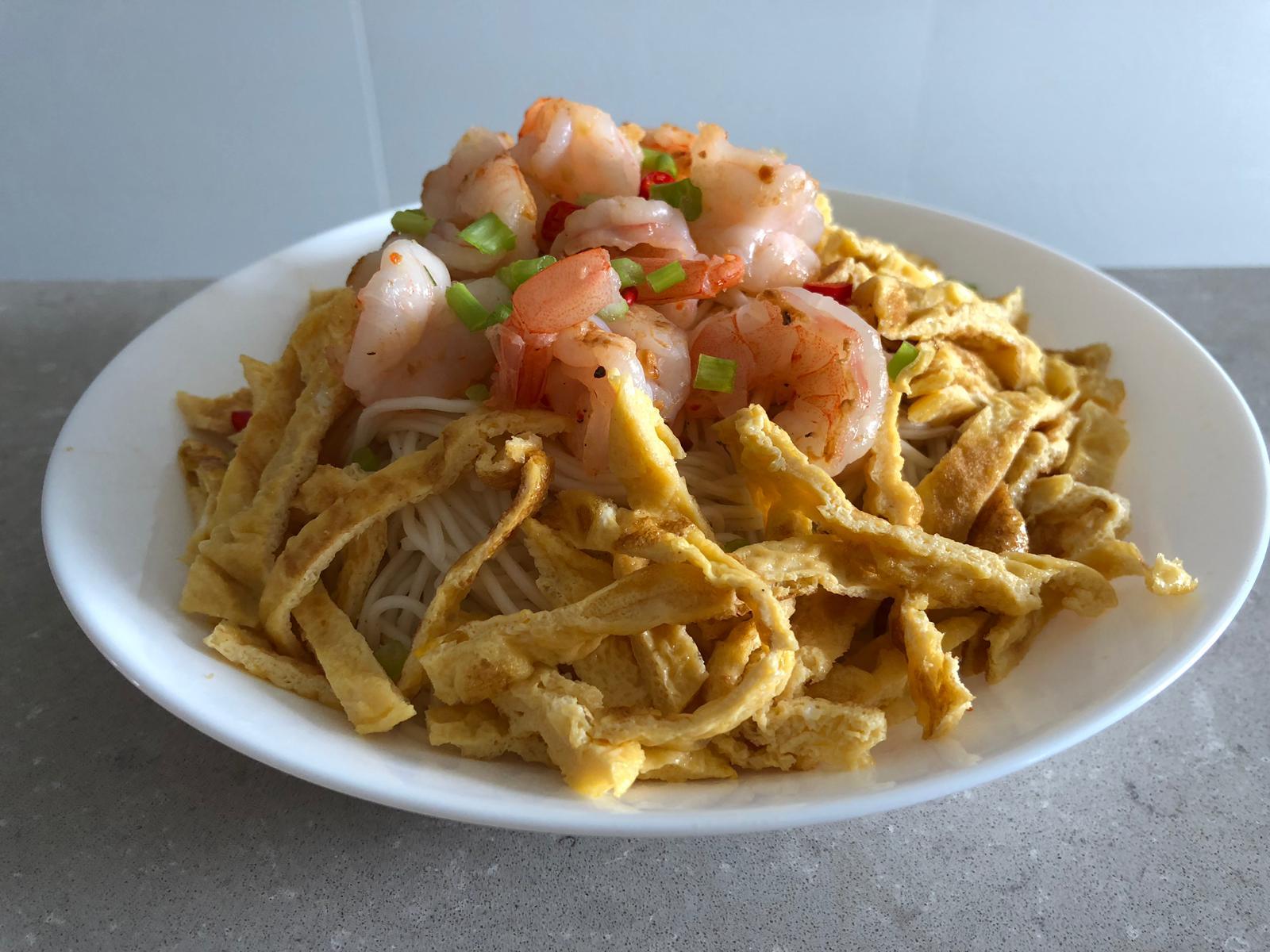 fired egg & prawn huaishan noodles