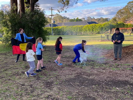 Kurrajong kids learn about Country in smoking ceremony