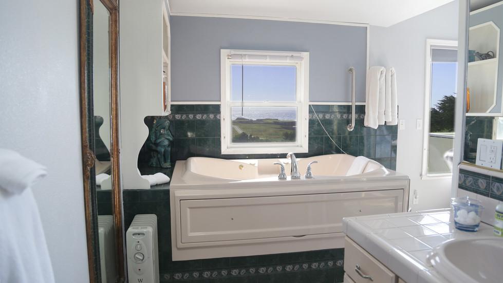 Seaside Cottage Penthouse-Bathtub.jpg