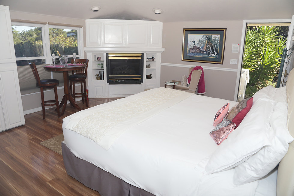Seaside Cottage-Special Occasion-Bed-03.