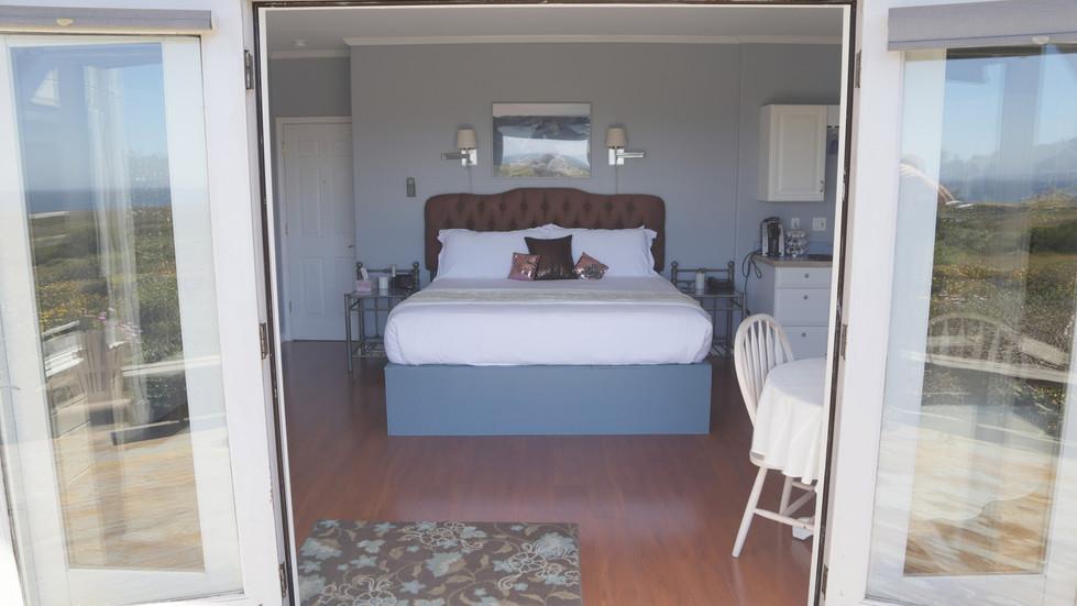 Seaside Cottage Honeymoon-Bed-02.jpg
