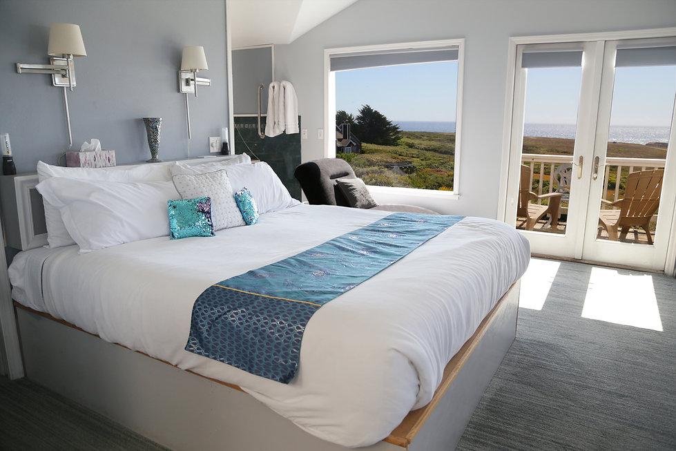 Penthouse-Bed@0.5x.jpg