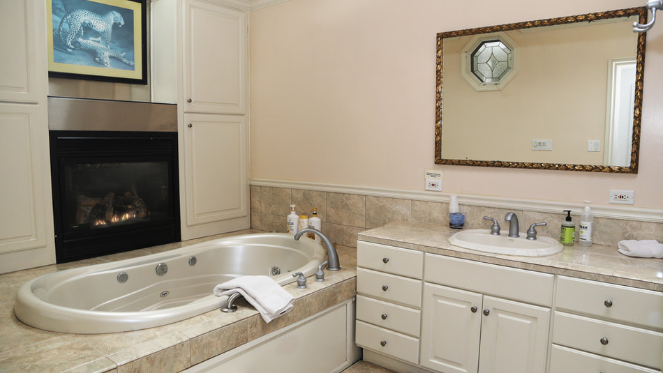 Seaside Cottage Bathroom-01.jpg
