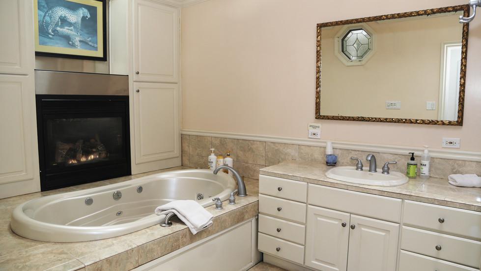 Seaside Cottage Bathroom-01.jpg
