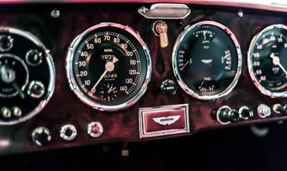 Aston Martin DB2 dashboard