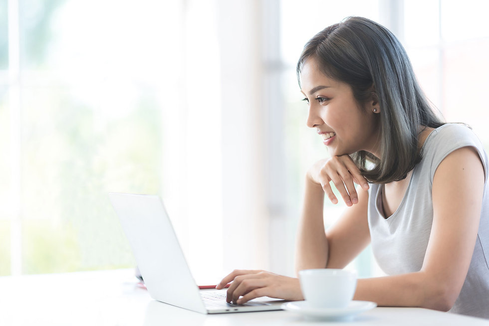 asian-young-women-using-labtop-for-worki
