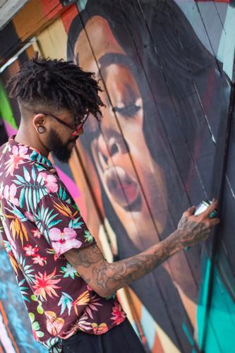 man-spraying-woman-mural-3253724.jpg