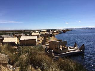 """Die schwimmenden Inseln der """"Uros"""" im Titicaca See"""