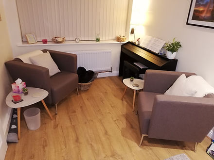 Rachel Wallis Counselling has a dedicated cosy private counselling room where she is able to provide a relax and confidential enviroment to meet clients for their counselling sessions.