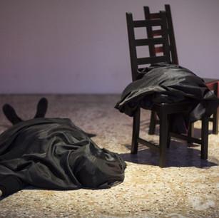 Marilyn Arsem : Ceci est l'art performance. / This is performance art.